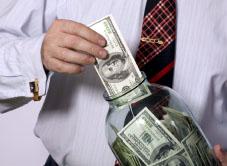 Как приучить себя не тратить отложенные сбережения при нестабильном доходе.
